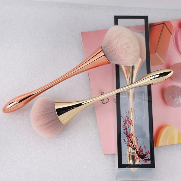 powder brush makeup